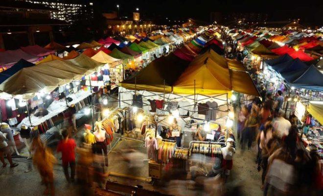 ラチャダー鉄道市場(Train Night Market Ratchada)